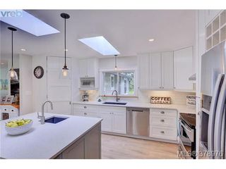 Photo 3: 354 Conway Road in VICTORIA: SW Interurban Single Family Detached for sale (Saanich West)  : MLS®# 378976