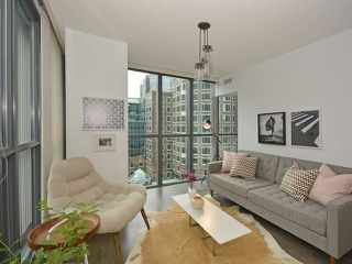 Photo 3: 110 Charles St E Unit #1108 in Toronto: Church-Yonge Corridor Condo for sale (Toronto C08)  : MLS®# C3881887