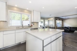 Photo 3: 2949 VALLEYVISTA Drive in Coquitlam: Westwood Plateau House for sale : MLS®# R2217204