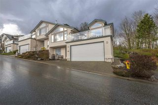 "Photo 1: 46 8590 SUNRISE Drive in Chilliwack: Chilliwack Mountain Townhouse for sale in ""Maple Hills"" : MLS®# R2238305"