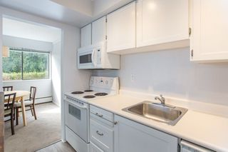 """Photo 15: 101 1330 MARTIN Street: White Rock Condo for sale in """"Coach House"""" (South Surrey White Rock)  : MLS®# R2307057"""