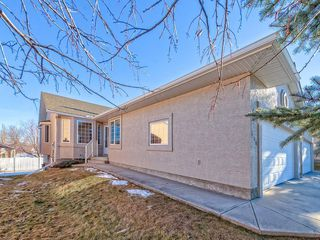 Photo 2: 680 SHEEP RIVER Mews: Okotoks Semi Detached for sale : MLS®# C4222946