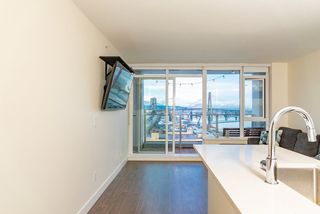 Photo 2: 1507 668 COLUMBIA Street in New Westminster: Quay Condo for sale : MLS®# R2340823