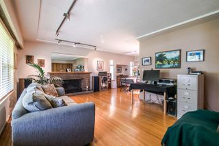 """Photo 2: 550 RICHMOND Street in New Westminster: The Heights NW House for sale in """"The Heights"""" : MLS®# R2362195"""