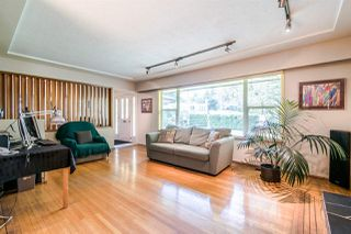 """Photo 3: 550 RICHMOND Street in New Westminster: The Heights NW House for sale in """"The Heights"""" : MLS®# R2362195"""