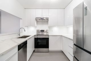 """Photo 3: 302 2405 KAMLOOPS Street in Vancouver: Renfrew VE Condo for sale in """"8th Ave Garden Apartments"""" (Vancouver East)  : MLS®# R2371922"""