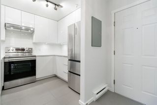 """Photo 4: 302 2405 KAMLOOPS Street in Vancouver: Renfrew VE Condo for sale in """"8th Ave Garden Apartments"""" (Vancouver East)  : MLS®# R2371922"""