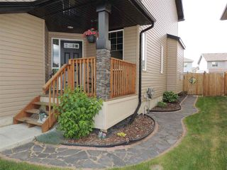 Photo 2: 1914 32A Street in Edmonton: Zone 30 House for sale : MLS®# E4160246
