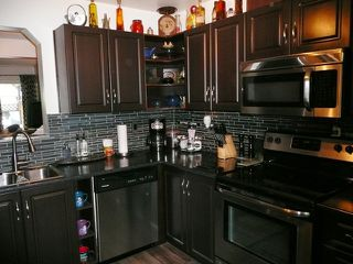 "Photo 2: 24 1140 EAGLERIDGE Drive in Coquitlam: Eagle Ridge CQ Townhouse for sale in ""Eagle Ridge"" : MLS®# R2386010"