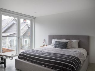 """Photo 14: 1 829 KEEFER Street in Vancouver: Strathcona Condo for sale in """"CHRISTENSON HOUSE"""" (Vancouver East)  : MLS®# R2428209"""