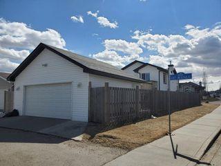 Photo 3: 4768 156 Avenue in Edmonton: Zone 03 House for sale : MLS®# E4191009