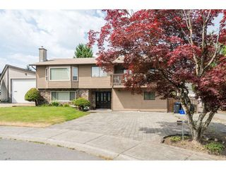 Photo 2: 8843 204A Street in Langley: Walnut Grove House for sale : MLS®# R2481339