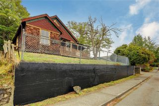 Photo 2: 2421 Chambers St in : Vi Fernwood House for sale (Victoria)  : MLS®# 856900
