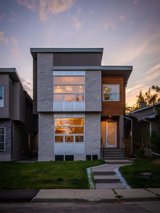 Main Photo: 531 36 Street SW in Calgary: Spruce Cliff Detached for sale : MLS®# A1041454