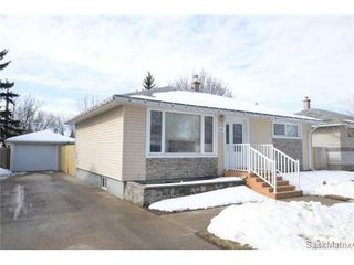 Photo 2: 3307 AVONHURST Drive in Regina: Coronation Park Single Family Dwelling for sale (Regina Area 03)  : MLS®# 528624