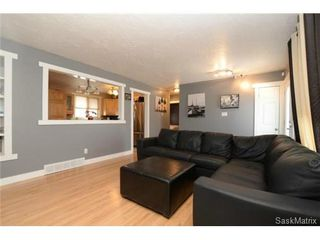 Photo 7: 3307 AVONHURST Drive in Regina: Coronation Park Single Family Dwelling for sale (Regina Area 03)  : MLS®# 528624