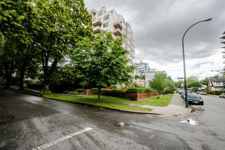 "Photo 4: 403 1566 W 13TH Avenue in Vancouver: Fairview VW Condo for sale in ""ROYAL GARDENS"" (Vancouver West)  : MLS®# R2080778"