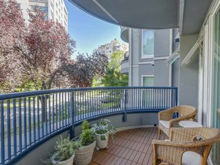 "Photo 9: 207 1924 COMOX Street in Vancouver: West End VW Condo for sale in ""WINDGATE BY THE PARK"" (Vancouver West)  : MLS®# R2109767"