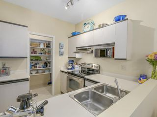 "Photo 4: 207 1924 COMOX Street in Vancouver: West End VW Condo for sale in ""WINDGATE BY THE PARK"" (Vancouver West)  : MLS®# R2109767"