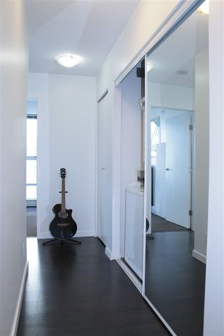 """Photo 11: 2205 668 CITADEL PARADE in Vancouver: Downtown VW Condo for sale in """"SPECTRUM"""" (Vancouver West)  : MLS®# R2128531"""