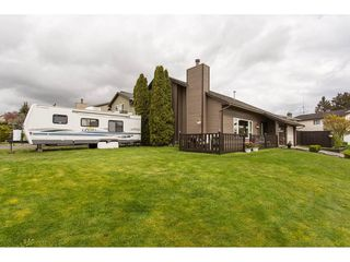 Photo 2: 2345 WAKEFIELD Court in Langley: Willoughby Heights House for sale : MLS®# R2157715