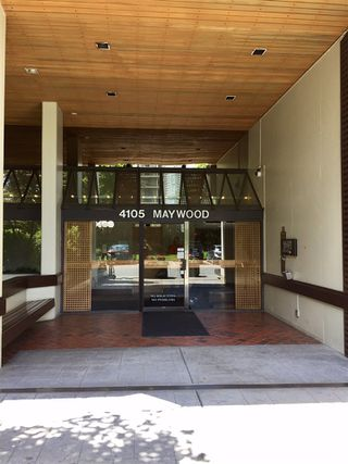 """Photo 12: 1606 4105 MAYWOOD Street in Burnaby: Metrotown Condo for sale in """"TIMES SQUARE"""" (Burnaby South)  : MLS®# R2178631"""