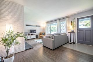 Photo 3: 956 HARTFORD Place in North Vancouver: Windsor Park NV House for sale : MLS®# R2179957