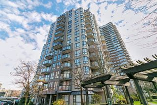 "Main Photo: PH04 828 AGNES Street in New Westminster: Downtown NW Condo for sale in ""WESTMINSTER TOWERS"" : MLS®# R2224794"