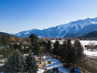 Photo 3: 7614 PEMBERTON Meadows in Pemberton: Pemberton Meadows House for sale : MLS®# R2247543