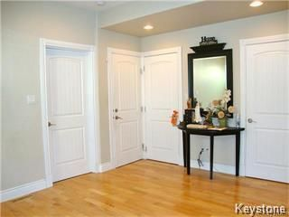Photo 2: 641 Bannatyne Avenue in Winnipeg: Central Residential for sale (9A)  : MLS®# 1807698