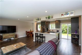 Photo 3: 2315 Muriel Place in SIDNEY: Si Sidney South-East Strata Duplex Unit for sale (Sidney)  : MLS®# 390121