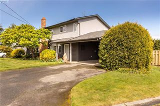 Photo 2: 2315 Muriel Place in SIDNEY: Si Sidney South-East Strata Duplex Unit for sale (Sidney)  : MLS®# 390121