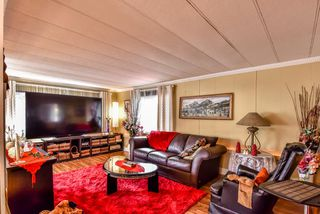 """Photo 2: 277 201 CAYER Street in Coquitlam: Maillardville Manufactured Home for sale in """"WILDWOOD PARK"""" : MLS®# R2269026"""