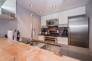 "Photo 10: 2508 928 BEATTY Street in Vancouver: Yaletown Condo for sale in ""The Max"" (Vancouver West)  : MLS®# R2297790"