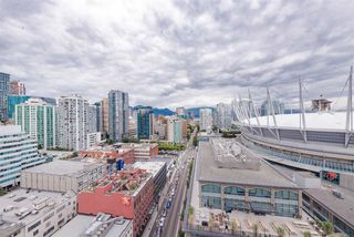 "Photo 1: 2508 928 BEATTY Street in Vancouver: Yaletown Condo for sale in ""The Max"" (Vancouver West)  : MLS®# R2297790"