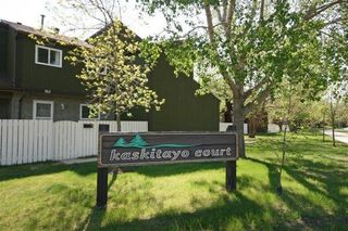 Main Photo: 119 KASKITAYO Court in Edmonton: Zone 16 Townhouse for sale : MLS®# E4151605