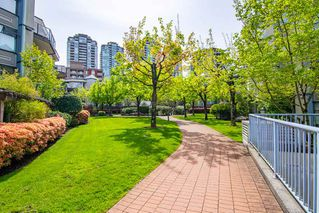 Photo 2: 403 2978 BURLINGTON Drive in Coquitlam: North Coquitlam Condo for sale : MLS®# R2362759