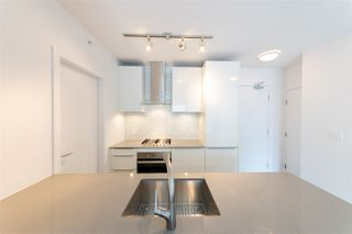 """Photo 3: 3107 1283 HOWE Street in Vancouver: Downtown VW Condo for sale in """"Tate Downtown"""" (Vancouver West)  : MLS®# R2383632"""