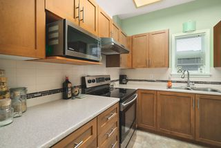 """Photo 11: 506 2800 CHESTERFIELD Avenue in North Vancouver: Upper Lonsdale Condo for sale in """"Somerset Garden"""" : MLS®# R2472780"""