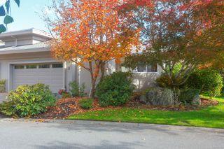 Photo 2: 3 881 Nicholson St in : SE High Quadra Row/Townhouse for sale (Saanich East)  : MLS®# 858702
