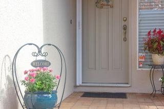 Photo 3: 3 881 Nicholson St in : SE High Quadra Row/Townhouse for sale (Saanich East)  : MLS®# 858702