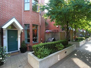 "Photo 1: 854 W 6TH Avenue in Vancouver: Fairview VW Townhouse for sale in ""BOXWOOD GREEN"" (Vancouver West)  : MLS®# V904480"