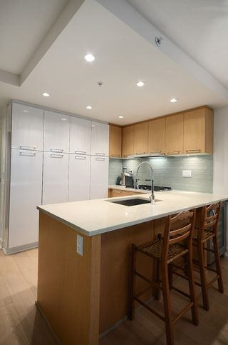 """Photo 12: 207 1680 W 4TH Avenue in Vancouver: False Creek Condo for sale in """"MANTRA"""" (Vancouver West)  : MLS®# V1051197"""
