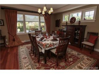 Photo 3: 4007 South Valley Dr in VICTORIA: SW Strawberry Vale House for sale (Saanich West)  : MLS®# 682353