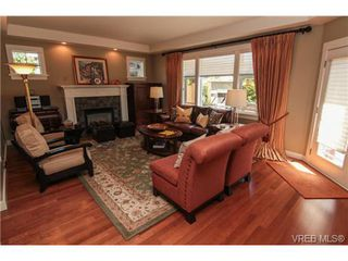 Photo 2: 4007 South Valley Dr in VICTORIA: SW Strawberry Vale House for sale (Saanich West)  : MLS®# 682353