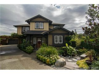 Photo 1: 4007 South Valley Dr in VICTORIA: SW Strawberry Vale House for sale (Saanich West)  : MLS®# 682353