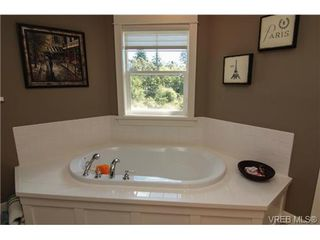 Photo 9: 4007 South Valley Dr in VICTORIA: SW Strawberry Vale House for sale (Saanich West)  : MLS®# 682353