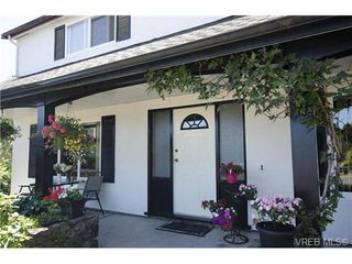 Photo 2: 1555 Elm St in VICTORIA: SE Cedar Hill House for sale (Saanich East)  : MLS®# 739030