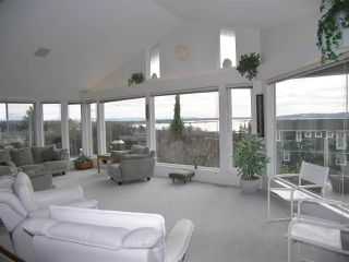 """Photo 2: 1011 PARKER Street: White Rock House for sale in """"White Rock"""" (South Surrey White Rock)  : MLS®# R2138589"""