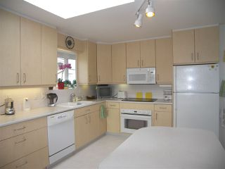 """Photo 8: 1011 PARKER Street: White Rock House for sale in """"White Rock"""" (South Surrey White Rock)  : MLS®# R2138589"""
